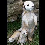 Erdmännchen Mama mit 2 Kindern, 34cm