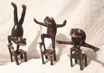 Frosch auf Stuhl Bronze 13-20 cm