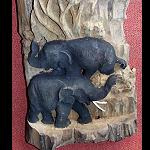 Elefant im Stamm alten Teakholzes  45cm