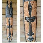 Maske aus Holz mit Baumrinde 1m