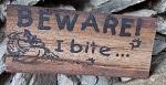 Holzschild Zaunlatte BEWARE I BITE.. 20 cm