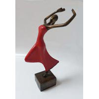 Tänzerin Bronze Rot 32 cm